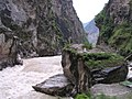 Middle Tiger Leaping Gorge - panoramio.jpg