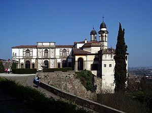Villa Duodo - Villa Duodo. The principal facade, to the right are the cupolas of the church of San Giorgio. To the left begins the staircase, leading further up the cliff to the exedra