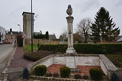 Monument aux morts Mairie 07915.JPG