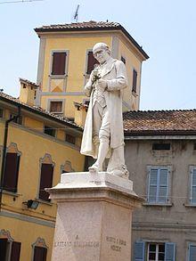 Il monumento a Lazzaro Spallanzani nell'omonima piazza di Scandiano