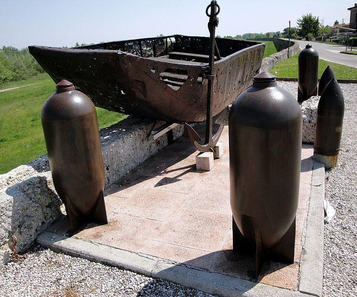 File:Monumento al Geniere e alla Barca da ponte (2) (Nervesa della Battaglia).jpg