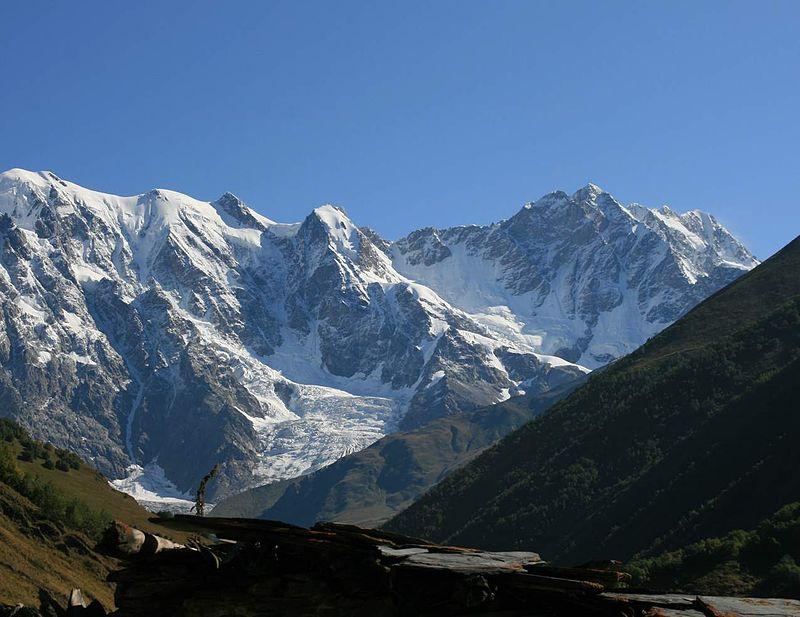 Chkhara, 5.068 m, entre Georgia y Rusia