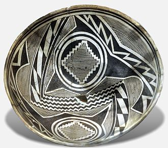 Mogollon culture - Mimbres sub-group pot with geometric design