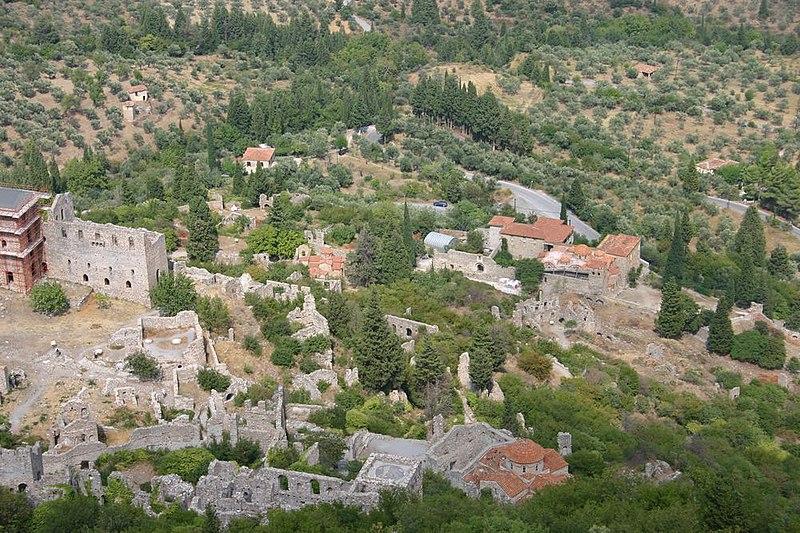 File:Mystras vue du château franc.jpg