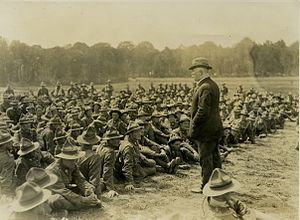 William Massey - Massey addressing New Zealand machine gunners at Bois-De-Warnimont, France, 30 June 1918
