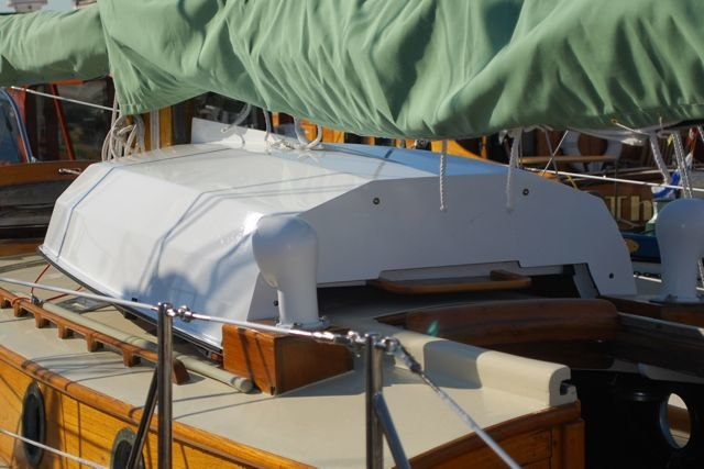 Nestable dinghy on sailboat cabin