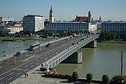 Die Nibelungenbrücke verbindet das Linzer Zentrum mit Alt-Urfahr.