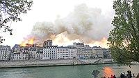 Notre-Dame de Paris, Incendie 15 avril 2019 19h23.16.jpg