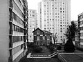 Old small house isolated by tall buildings Vanves Ancienne petite maison en pierre isolée par de grands immeubles 2016 F Lamiot 02.JPG