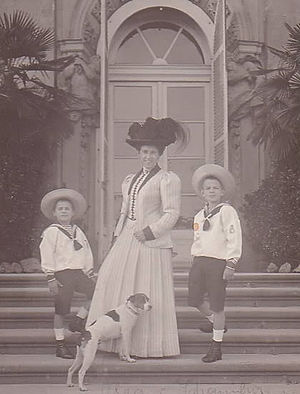 Duchess Olga of Württemberg - Olga of Württemberg with her sons: Prince Albrecht of Schaumburg-Lippe (right) and Prince Eugen of Schaumburg-Lippe (left).