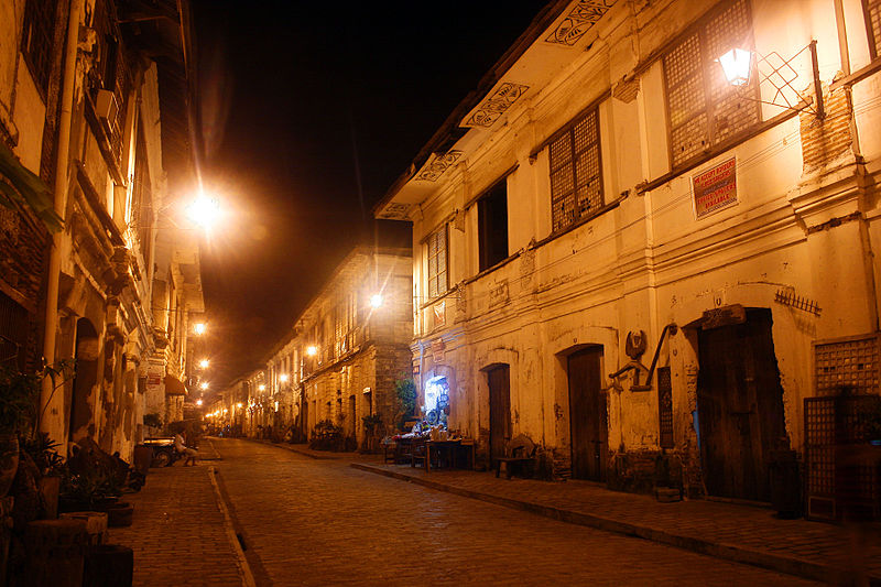 File:One night in Crisologo Street.jpg