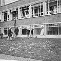 Ontploffing bij Shell in Amsterdam, het gehavende gebouw, Bestanddeelnr 920-0573.jpg