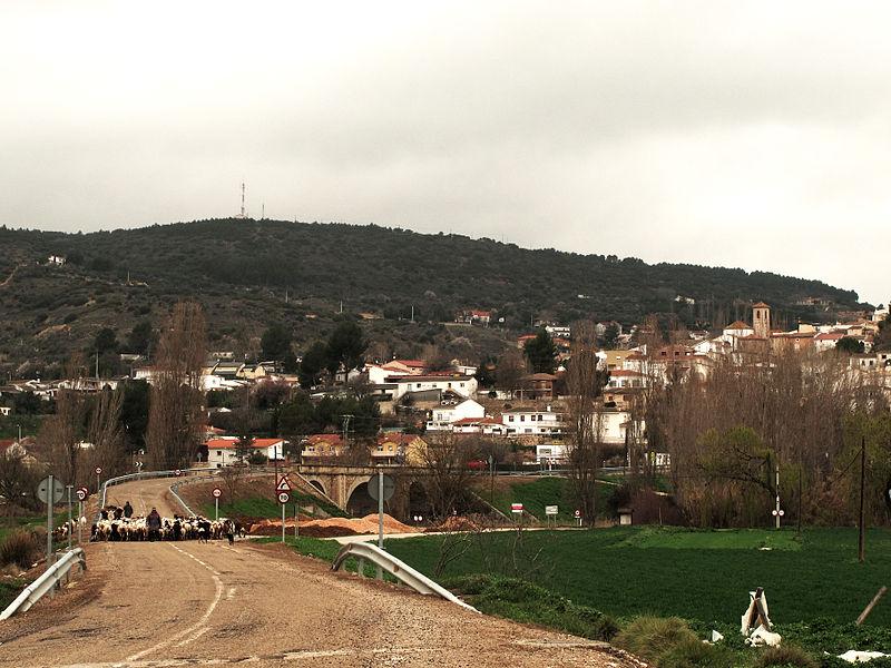 File:Orusco de Tajuña.jpg