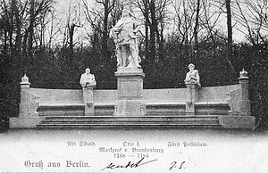 Pribislav-Henry - Statue of Pribislav (rightmost figure) flanking that of Otto I (center) on the former Siegesallee (1898), by Max Unger