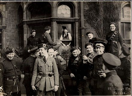 "A group of ""Black and Tans"" and Auxiliaries in Dublin, April 1921 Outside the London and North Western Hotel in Dublin, April 21, 1921.jpg"