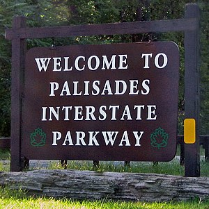 Palisades Interstate Parkway - Welcome sign at the parkway's northern terminus in Orange County