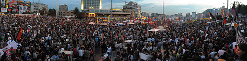 Panoramic of Taksim square protests. Events of June 7, 2013.jpg