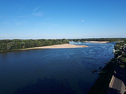 Panoramic view of the Loire River from terrasse Chateau de Montsoreau.jpg