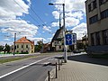 Pardubice, Sukova třída, dopravní značka a kostel svatého Bartoloměje.jpg
