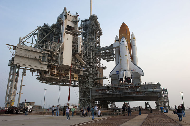 File:Payload canister and Atlantis at Pad 39A.jpg