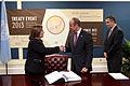 Perú suscribe Tratado sobre Comercio de Armas (9923025105).jpg
