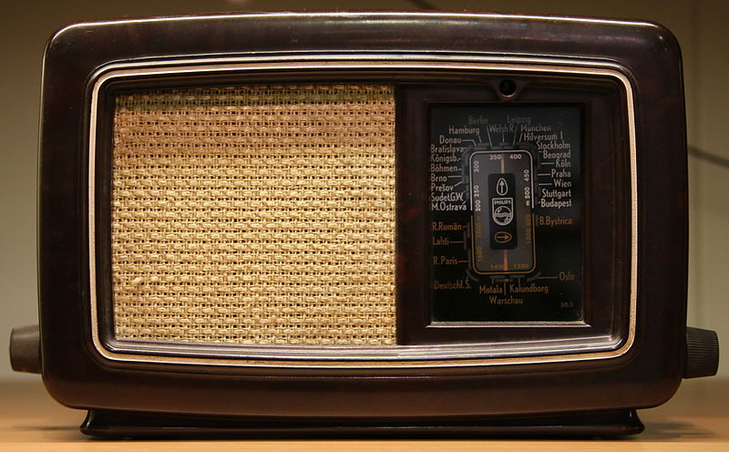 File:Philips-203U-1941 1942-RadiomuseumRotterdam.JPG
