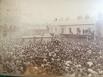 Charles Bradlaugh - Photo of the Charles Bradlaugh Statue in Northampton, Abington Square with a large crowd.