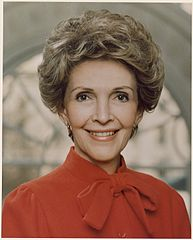 Photograph of the Official Portrait of Mrs. Reagan - NARA - 198534.jpg