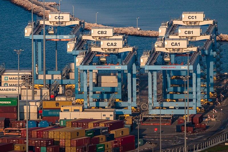 מנופים בנמל חיפה