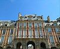 Place des Vosges Parigi.jpg