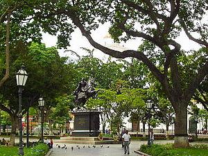 Bolivar Plaza (Caracas) - Image: Plaza Bolivar 2004 8