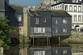 Houses with a slate facade, on the Rohan Bridge