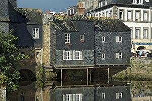 Landerneau - Houses with a slate facade, on the Rohan Bridge