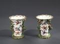 Porslin. Två vaser med fåglar i dekoren - Hallwylska museet - 89120.tif