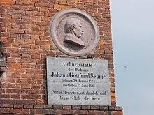 Gedenktafel am Nachfolgebau seines Geburtshauses in Poserna (Quelle: Wikimedia)