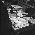 Prijsverlagingen tengevolge van de geldsanering Boekwinkel, Bestanddeelnr 900-8738.jpg