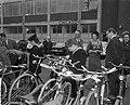 Prinses Beatrix aanwezig bij start fietsenrally te Rotterdam, Prinses Beatrix tu, Bestanddeelnr 917-6372.jpg