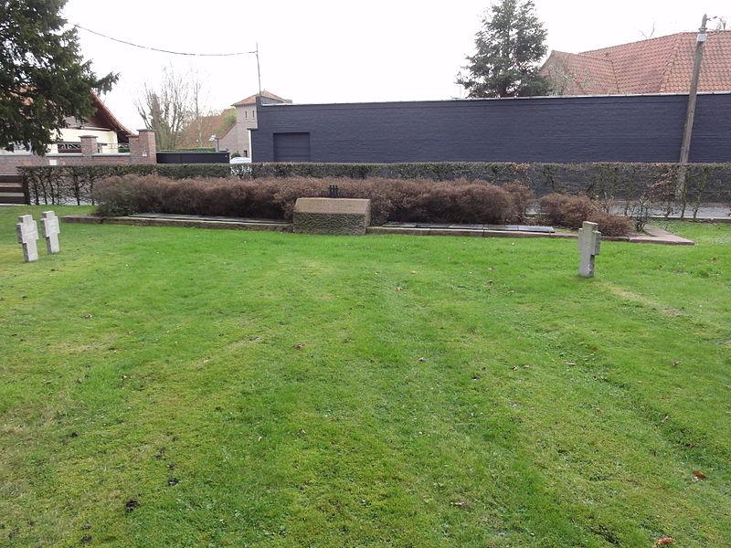 Masse grave on the Deutscher Soldatenfriedhof Quesnoy-sur-Deûle in Quesnoy-sur-Deûle