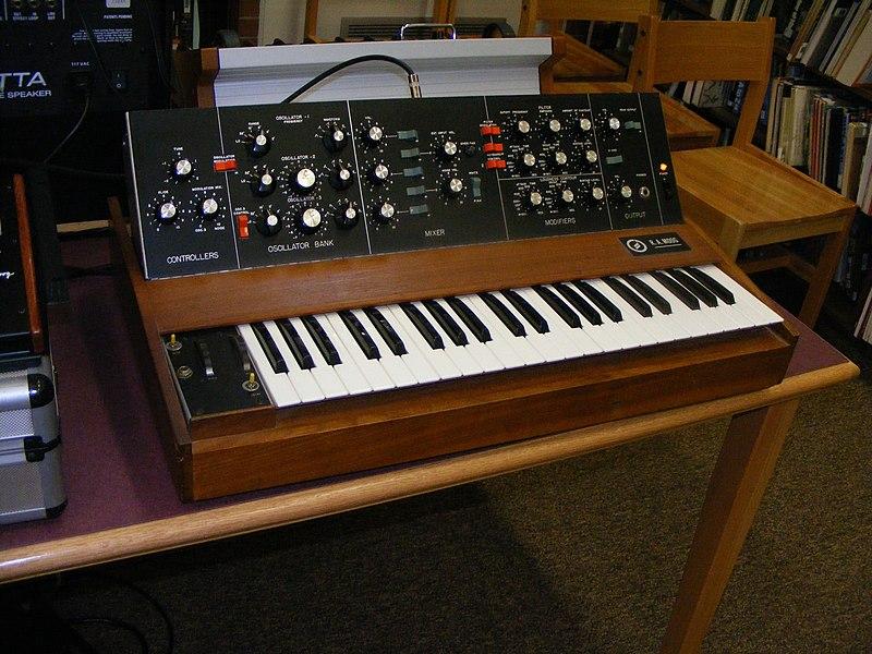 File:R.A.Moog minimoog 1.jpg