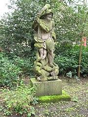 Landgoed Dordwijk: hardstenen tuinbeeld 'Hercules'