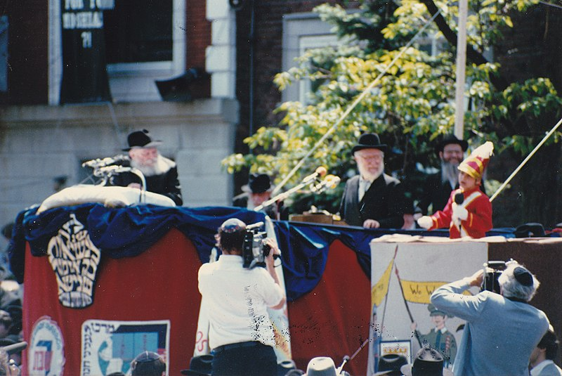 Rabbi Menachem Mendel Schneerson - Lag BaOmer parade.jpg