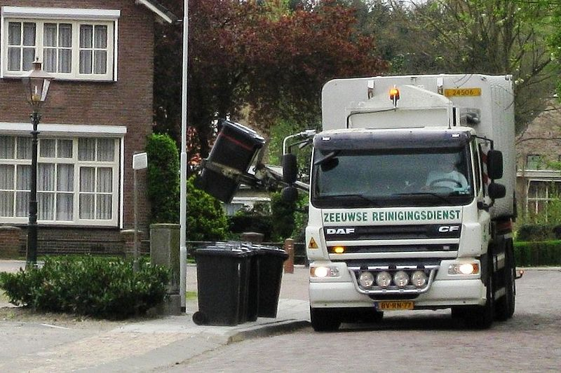 File:Refuse truck collecting refuse in Aardenburg April 2009.jpg