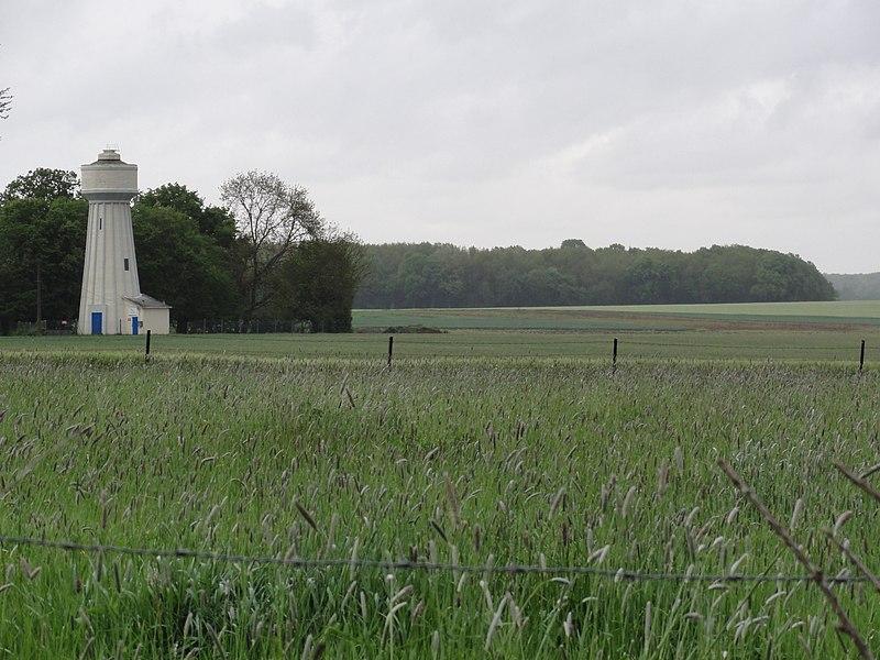 Remigny (Aisne) paysage avec château d'eau