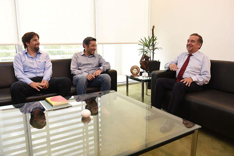 File:Reunión con el Ministro Barañao - Víctor Santa María (16478649349).jpg