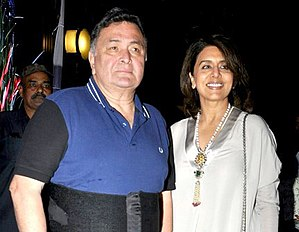 Rishi Kapoor - Kapoor with wife Neetu Singh at Rakesh Roshan's birthday bash in 2017