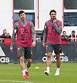 Robert Lewandowski Mats Hummels Training 2019-04-10 FC Bayern Muenchen-1.jpg