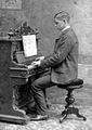 Robert piano 1907.jpg