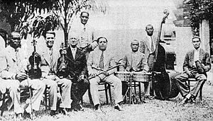 Charanga (Cuba) - Orquesta de Antonio María Romeu, founded in 1910 (photo is later). It was one of the first charanga francesas.