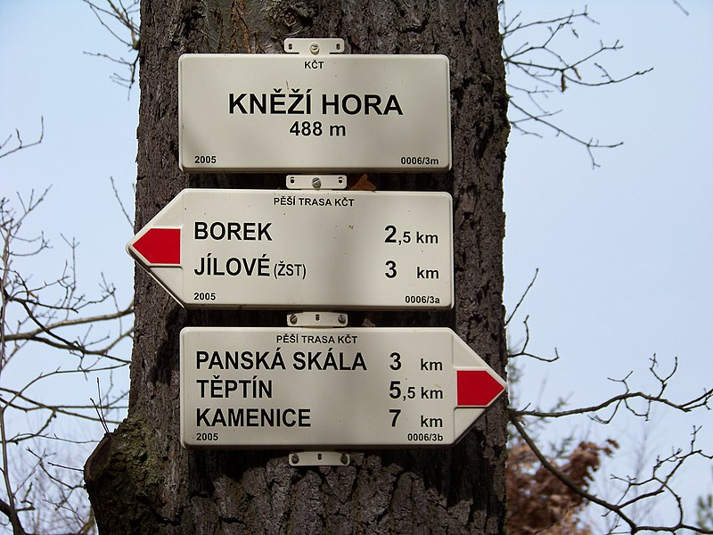 File:Rozcestník Kněží hora.jpg