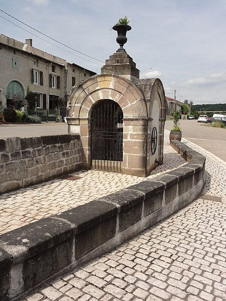 Rozelieures (M-et-M) fontaine